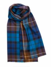 шотландский тонкорунный легкий широкий палантин (шарф) Альба, 100% шерсть- тонкая нить мулине , расцветка клана Бьюкенен -синий вариант BUCHANAN BLUE EXTRA FINE MERINO, плотность 2